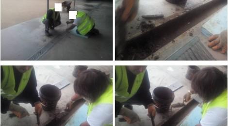 La brigada de l'ajuntament neteja les canalitzacions del col•legi